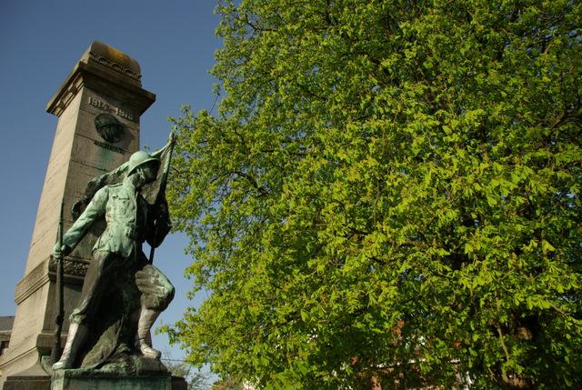 Place Communale Monument aux Morts © Eric de Séjournet