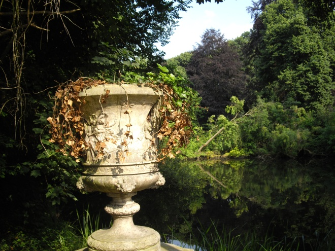 lac de genval vase en argile © lilliana terranova anniversaire 26:9:1955